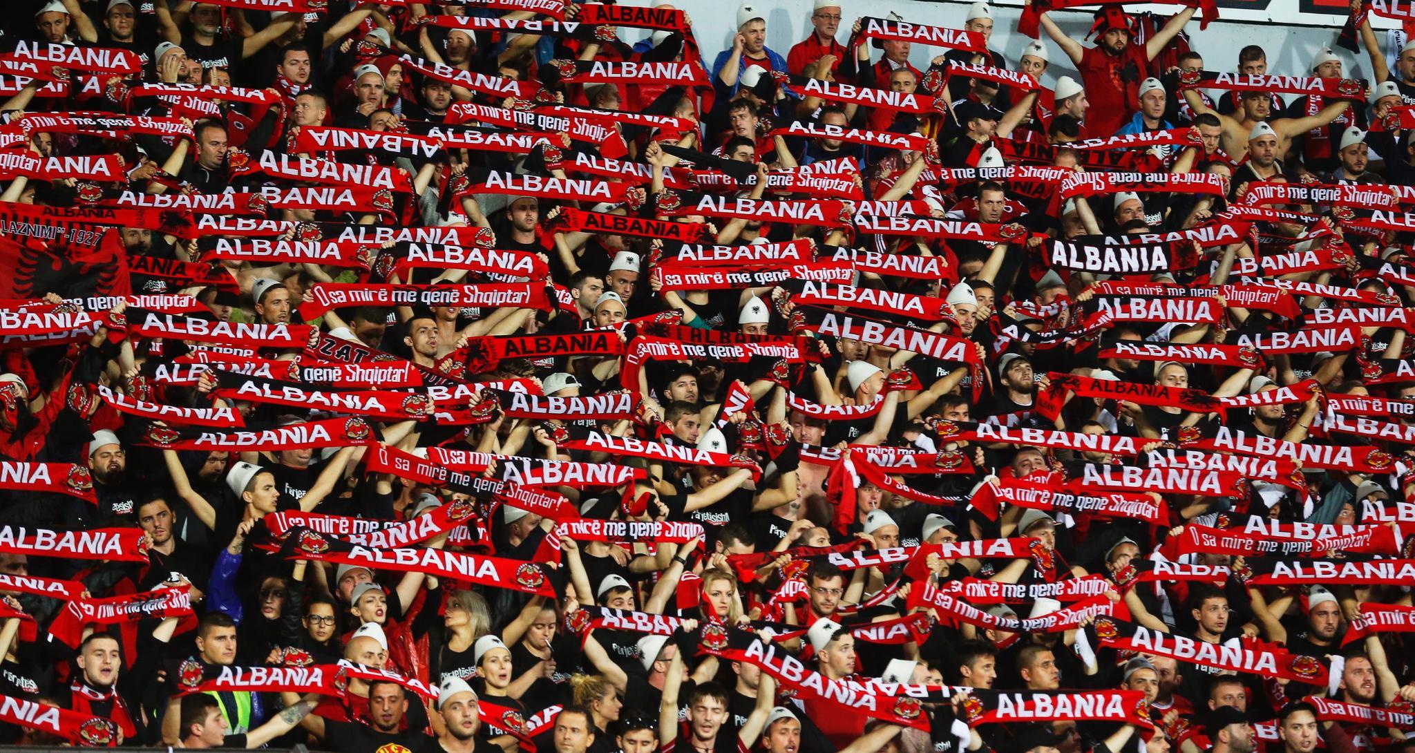Shqiptarët, tifozeria më e zjarrtë e Europianit