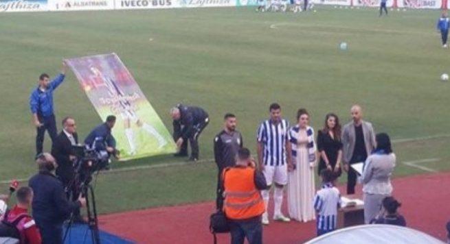 VIDEO / Futbollisti i Tiranës martohet në stadium