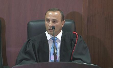 SKANDALI/ Denoncimi i gjyqtarit: Drejtorët e bankave luajnë bixhoz me paratë e qytetarëve