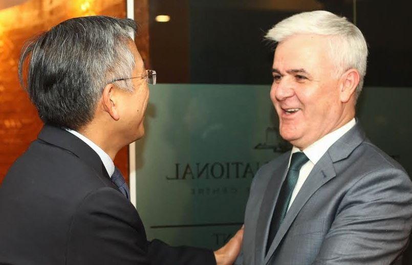 Ajo që Donald Lu nuk tha në mesazhin për ministrin Xhafaj