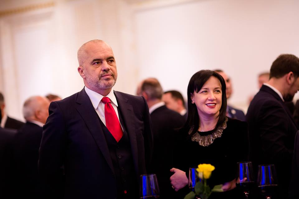 SHËNIM: Linda Rama përballë Shkëlzen Berishës