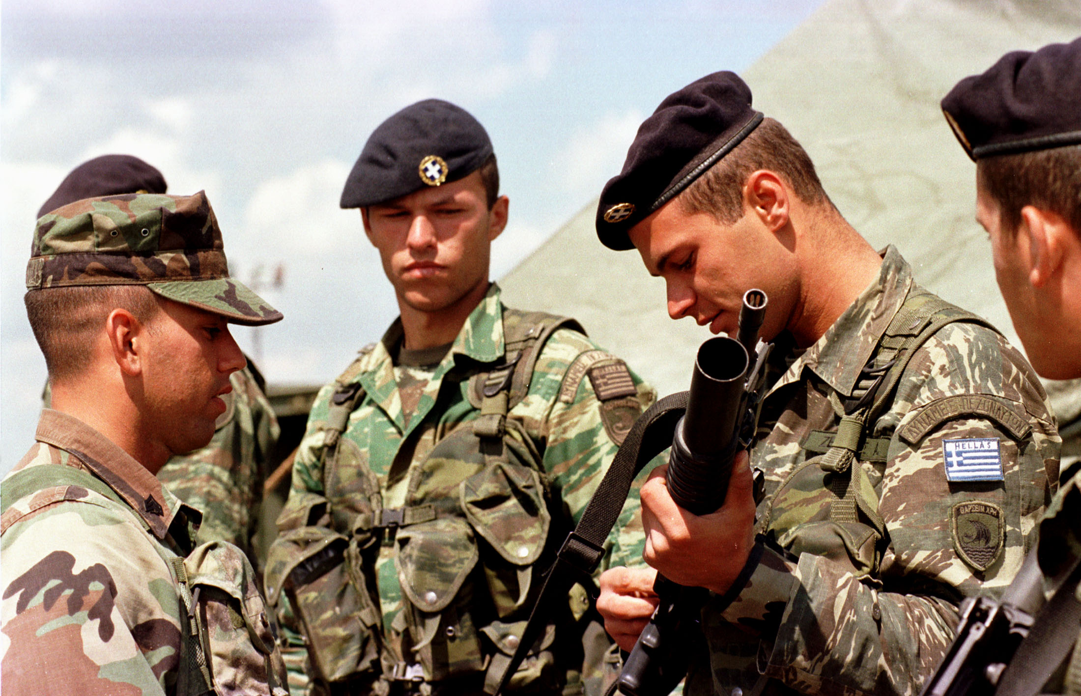 "Exercise ""Co-operative Partner 2000"" in Odessa (Ukraine), June 2000. - Greek soldiers participating in the US Marines weapons familiarization demonstration."