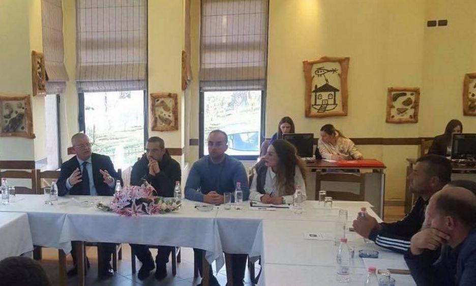 Tahiri fushatë në bazë për zgjedhjet. Takim në Shtëpinë e Partisë Socialiste në Farkë