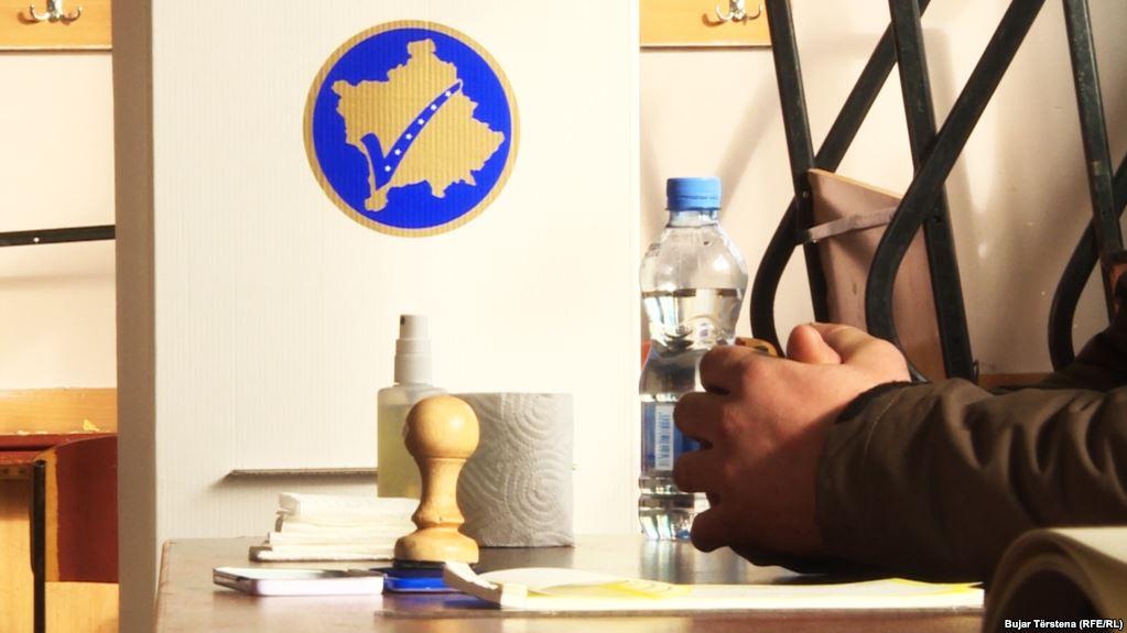 """""""Koalicioni i Luftës"""" kryeson në Kosovë, Vetëvendosje surpriza e zgjedhjeve"""