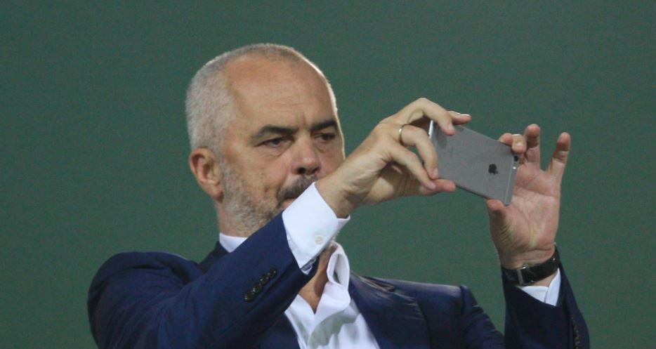 Politikë nga celulari…