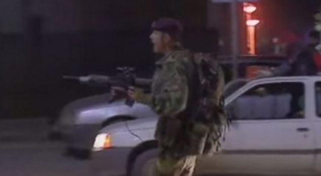 Momenti kur trupat britanike vrasin dy ish-ushtarët e UÇK (VIDEO)