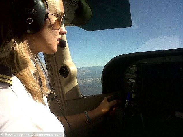 """Njihuni me piloten SEXY që është kthyer në """"yll Instagrami"""""""