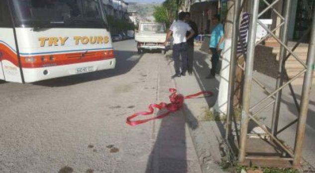 Mëngjes fatal në Kamëz, autobusi përplas për vdekje të moshuarën