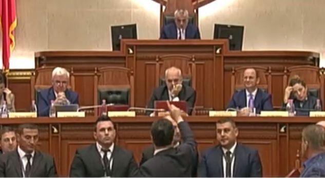 """""""Rrugaç, ku ke b… të shash Berishën!"""" – Ja debati që përjashtoi Nokën"""