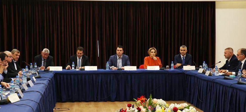 Tahiri bashkon opozitën: Lalla, heto ish-ministrin e brendshëm!