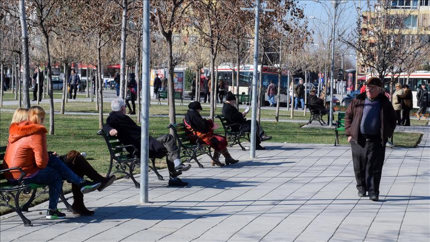 Shqiptarët me jetë më të gjatë, kosovarët me jetë më të shkurtër