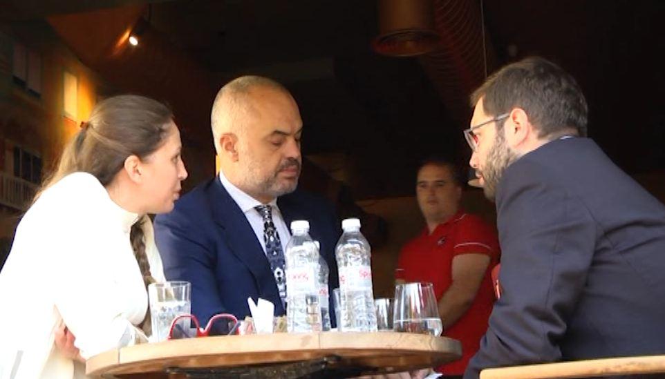 """""""Qytetari dixhital"""" zbulon bisedën e Ramës dhe Tahirit në kafene…"""