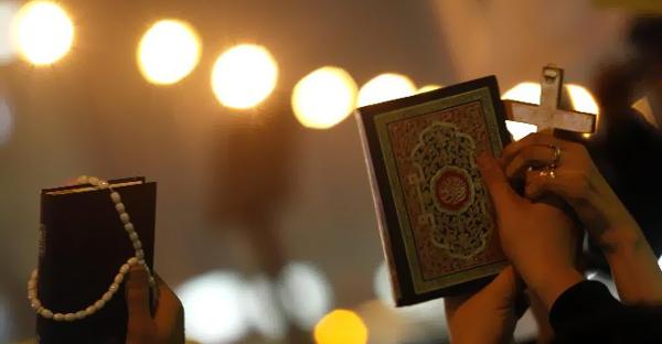 Raporti i të krishterëve: Feja nuk është shkaktare e terrorizmit