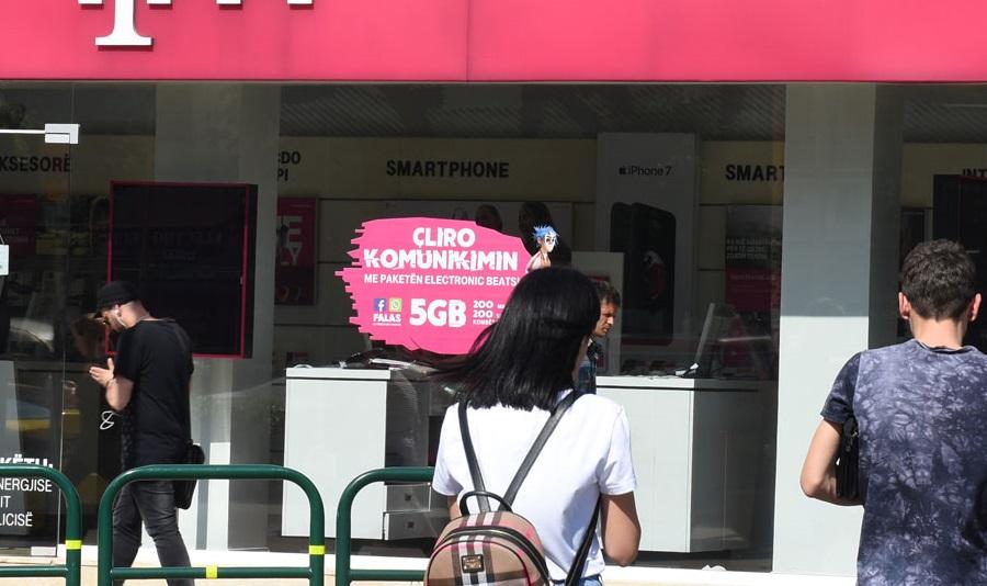 """""""Telekom"""" Albania mashtron me reklama, qytetarët e masakrojnë me komente"""
