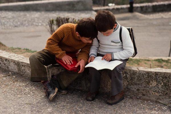 Terror në klasë! Kujtimet shqiptare të një fëmijërie të thyer