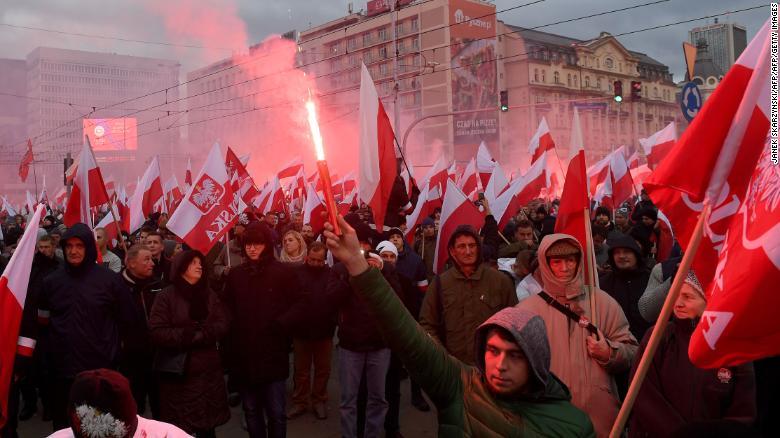 """""""Europa e bardhë"""", mijëra ekstremistë marshojnë në Varshavë"""