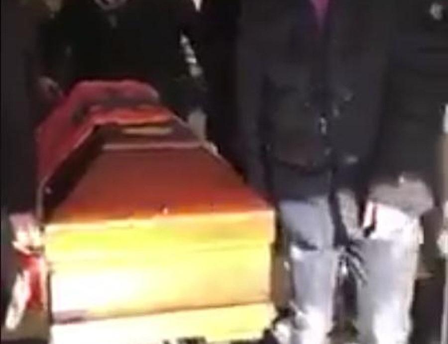Familjarët tërheqin nga morgu trupin e Florencit /Video