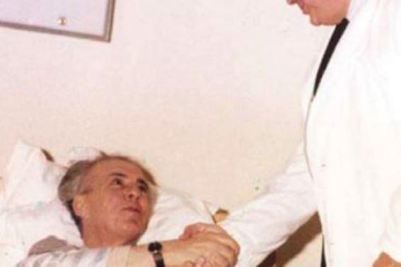 """""""E vërteta e ngacmimit seksual"""", deklarata tronditëse e mjekut personal të Enverit"""