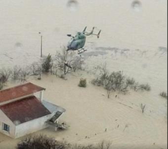 Përmbytjet në Fushë-Krujë, helikopteri nxjerr 5 persona nga uji