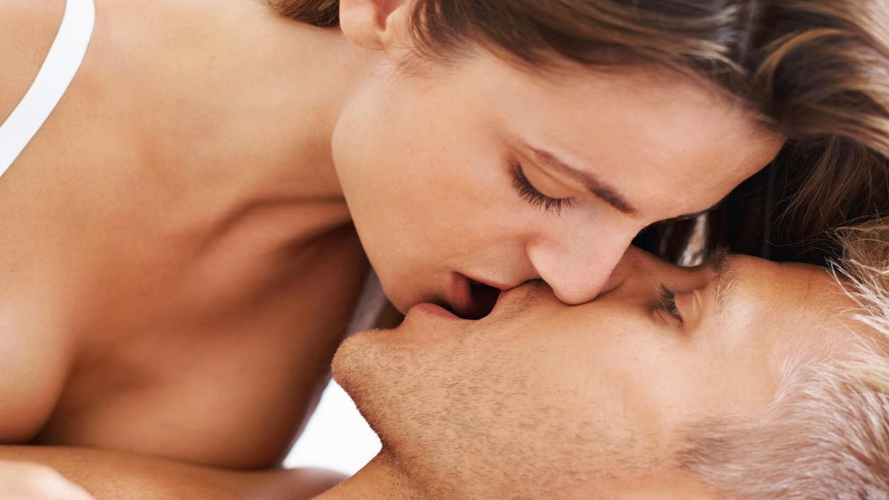 Zbuloni të fshehtat, cila shenjë e horoskopit puth më mirë?