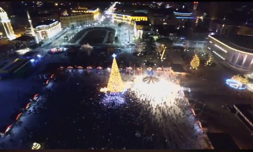 Festat e fundvitit, Tirana ndez dritat e bredhit