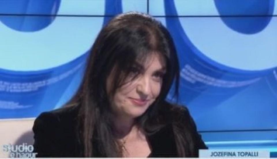 """Thyhet """"Zonja e Hekurt"""", arsyeja që e bën Jozefina Topallin të përlotet live …"""