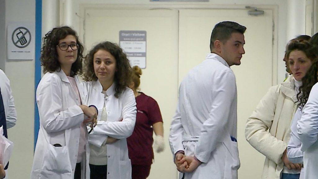 Reagon QSUT: Të gjithë mjekët janë në punë