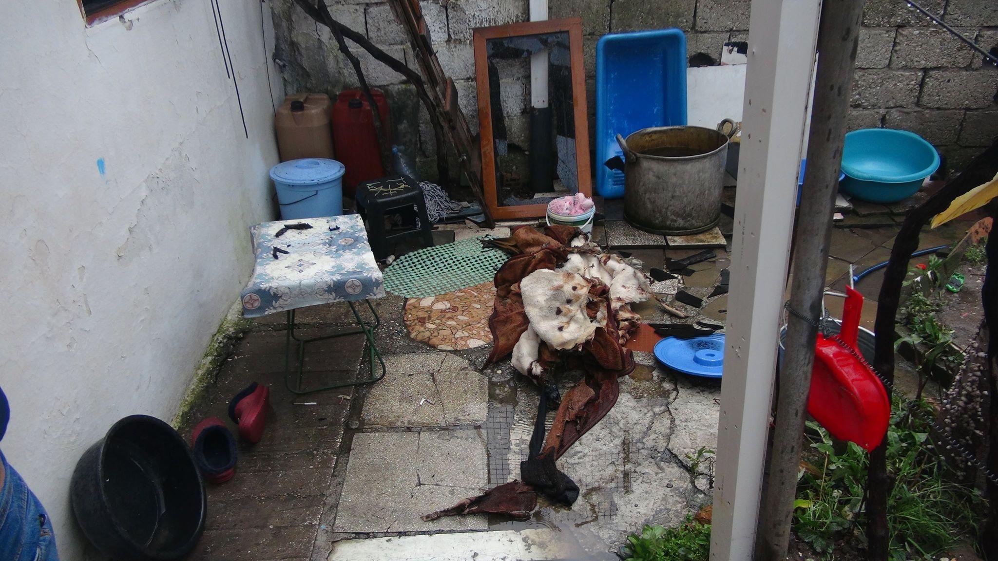 Zjarr brenda banesës në Vlorë, humbin jetën nënë e bir. Emrat