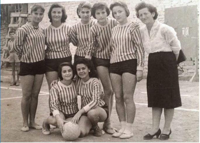 """""""Vajzat me kilota"""", Laleja, mësuesja e parë e fizkulturës që theu tabutë"""
