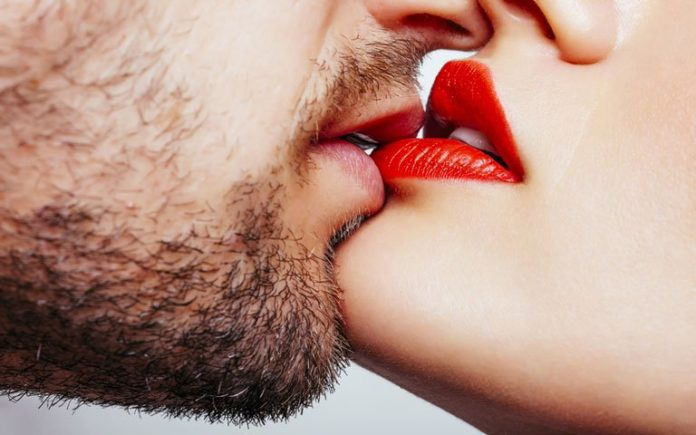 Tre llojet e puthjeve që duhet se sbën t'i provoni, e dyta do t'ju çmendë