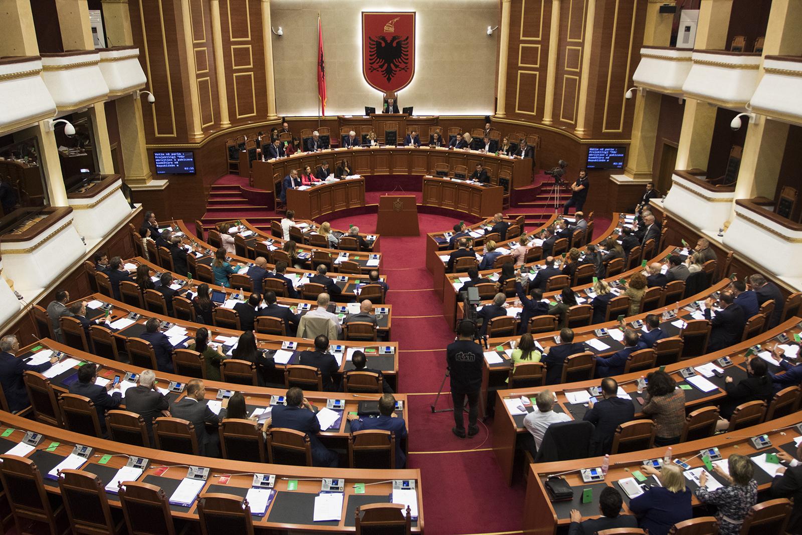 Nis Kuvendi, ja me çfarë do e nisin sherrin PS, PD e LSI