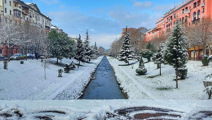 Bëhuni gati! Fundjavën tjetër ritkhehet dimri i vërtetë, dëborë edhe në Tiranë
