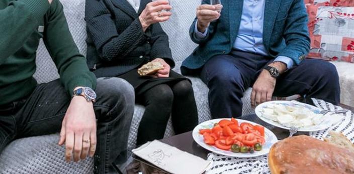Raki, domate dhe ullinj. KUSH ia preu rrugën për Rinas Ilir Metës /Pamjet