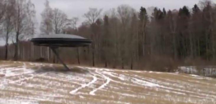 VIDEO / Një alien hyn në diskun e tij fluturues? Shokohet bota!