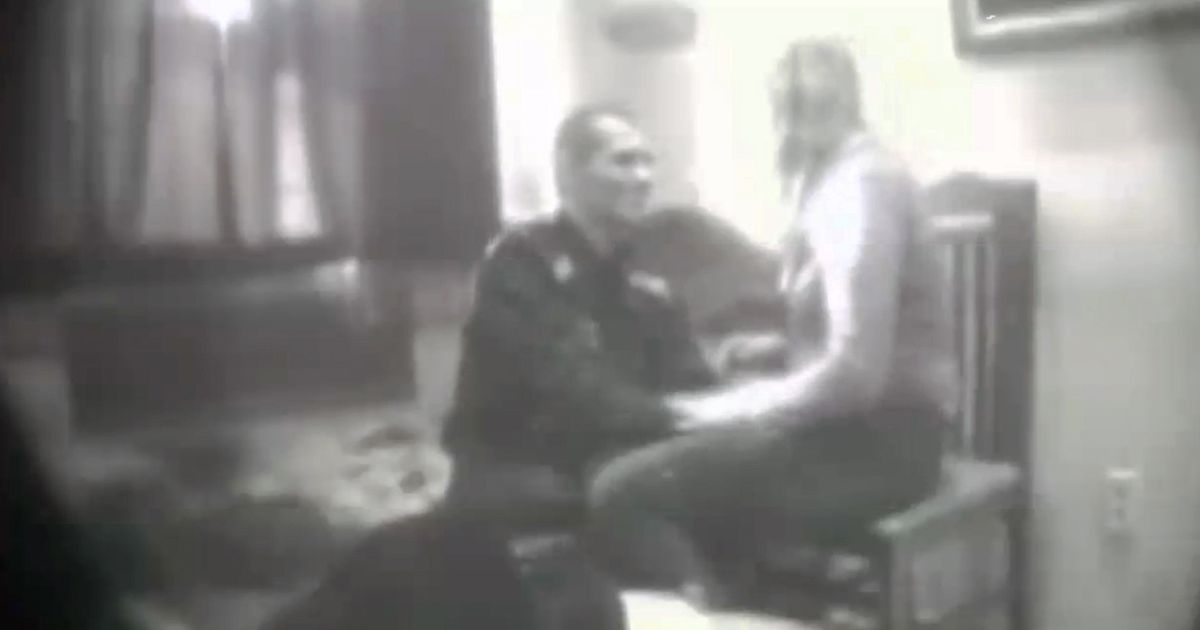 Skandal seksual në Polici, shefi dhe vartësja filmohen… [VIDEO +18]
