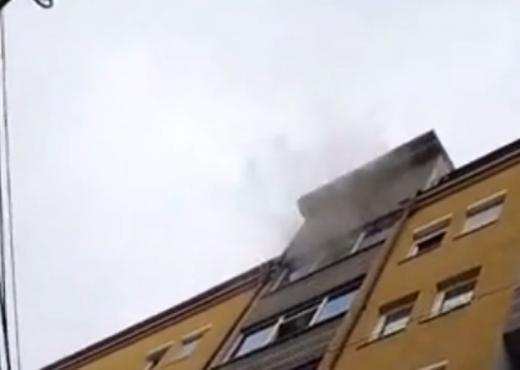 Digjet ndërtesa ku jeton, Albin Kurti me urgjencë në vendngjarje
