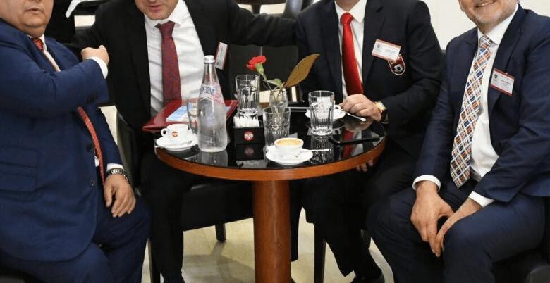 Kush i uli në një tavolinë Bashkim Finon dhe Armando Dukën, avokati i Tahirit dhe…/Fotot