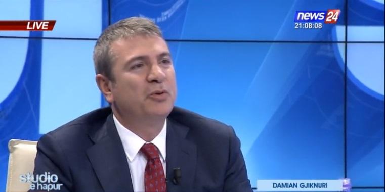 Ministri e akuzoi, deputeti i PD i shkruan mesazh live në emision, ja çfarë i tha