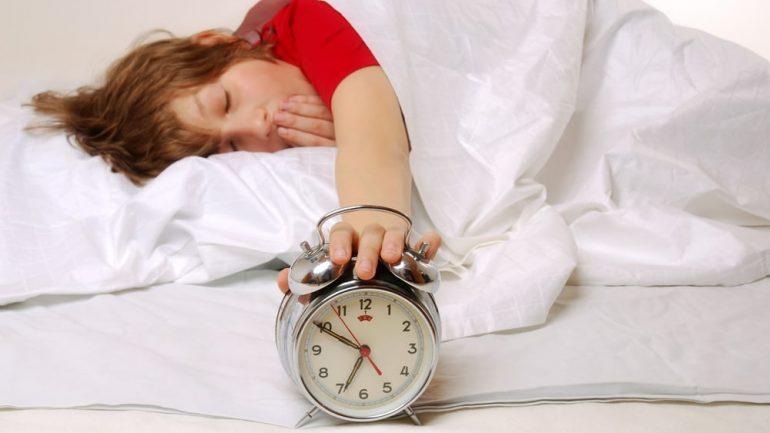 Ora ideale kur duhet të flejë secila shenjë e horoskopit, që të zgjohet herët