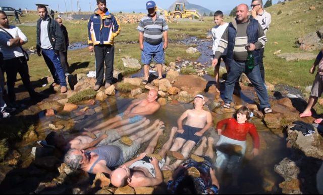 Gramsh, liqeni i mrekullive në Shqipëri që shëron sëmundjet e njerëzve!