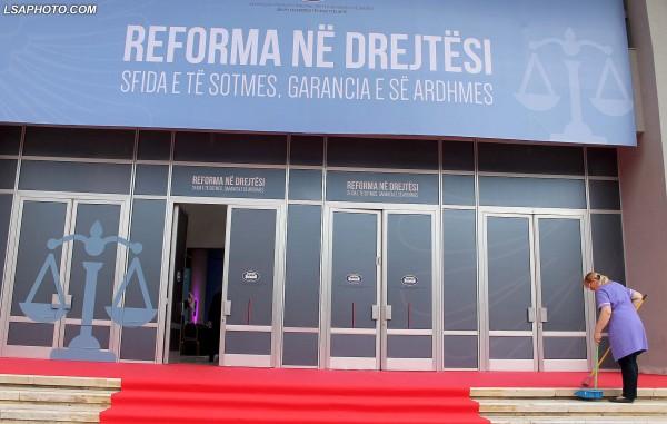 """Testi i pasurisë """"ngel në klasë"""" 57 % të gjyqtarëve të shkallës së parë në Shqipëri"""