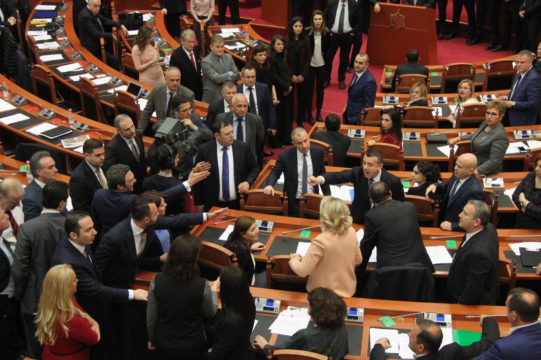 Rrëzohen anëtarët e KLP dhe KLGJ, miratohet aeroporti i Vlorës