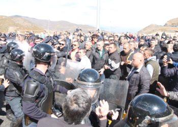 Rama nis Forcat Speciale nga Tirana, protestuesit të vendosur të qëndrojnë: Deri në vdekje!