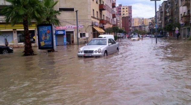 """Pas shiut, Durrësi kthehet në """"arenë"""" balte!"""