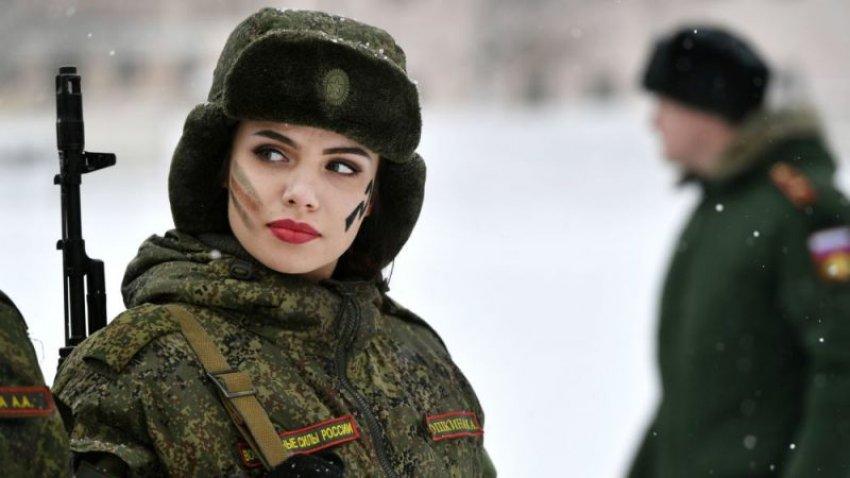 FOTO/ Njihuni me ushtaraket më seksi në planet