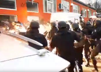 Arrestohet zyrtari i lartë serb në Kosovë, Vuçiç telefonatë urgjente me Putin /Video