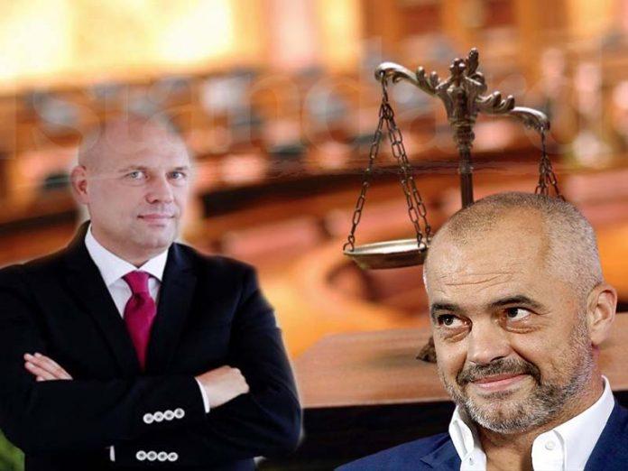 Shperthen Manjani: Të na rrojë vendimi i Gjykatës Kushtetuese së bashku me Kushtetutën!