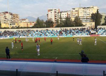 Sulmohet me thikë trajneri i Tiranës