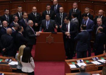 "Mazhoranca ""bojkoton"" Kuvendin, opozita qëndron"