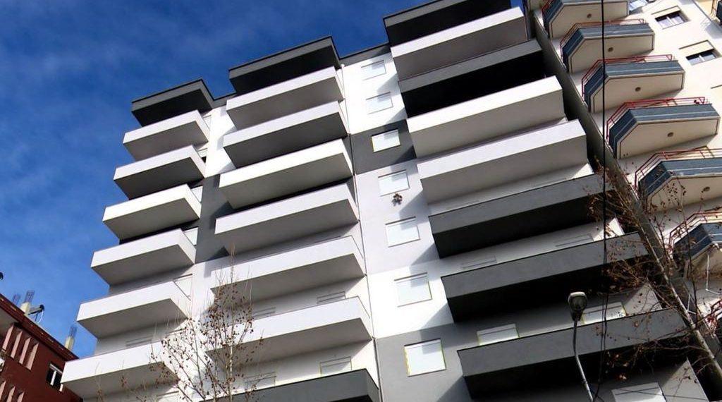 Telashe për ndërtuesin vlonjat, të njëjtin apartament ua shiti dy personave